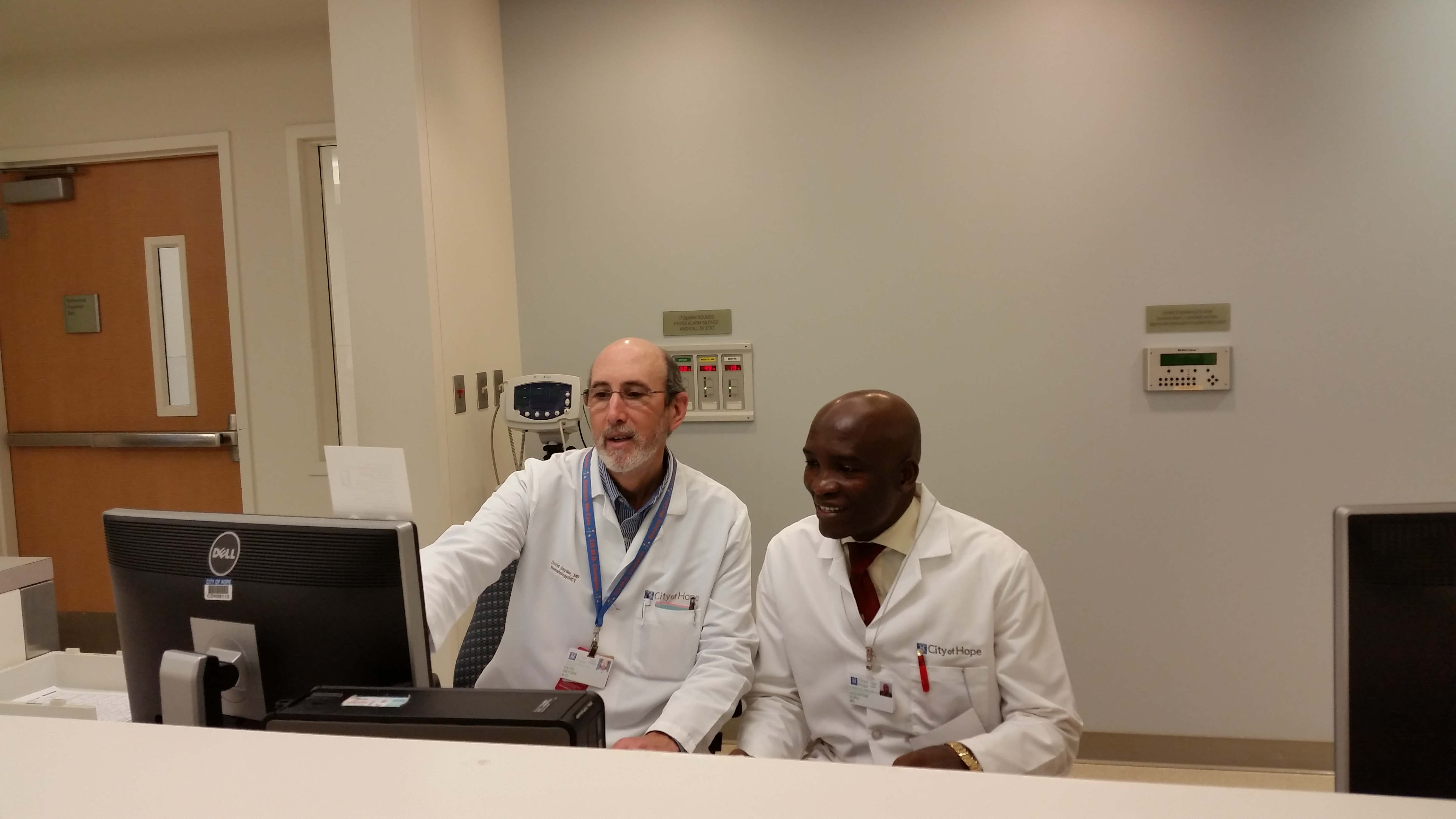 Dr Duru with Professor Snyder at the City of Hope Kopie